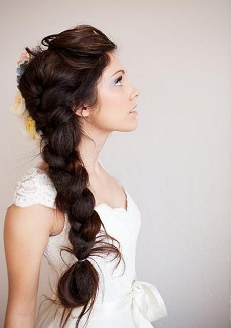 黒髪のラプンツェルも素敵! : ラプンツェル&エルサ風の髪型!結婚式の三つ編み花嫁ヘアスタイル - NAVER まとめ