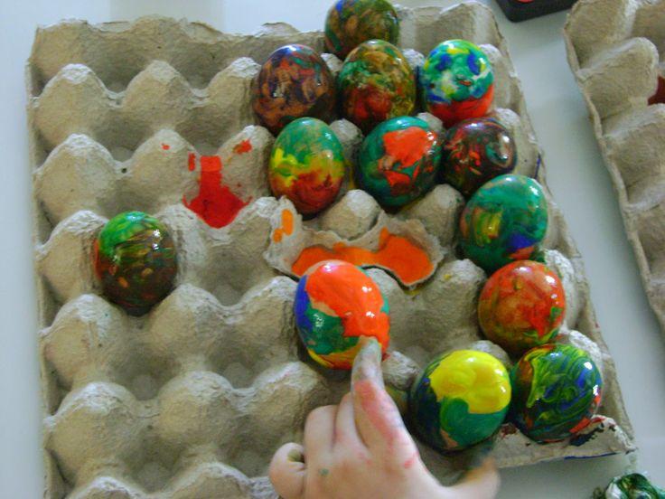 ΚΟΛΛΑ-ΨΑΛΙΔΙ- ΧΑΡΤΙ: Βάψαμε αυγουλάκια στο νηπιαγωγείο μας με δαχτυλομπ...