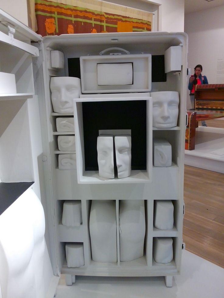 """BERNARDO SALCEDO  EL VIAJE 1975 ensamblaje, madera, alumino y figuras de pretensados plasticos poyacril blanco y negro. """"lo que pasa en que yo  no se pintar, no se dibujar, no se hacer nada de eso; entonces tengo que hacer que pueda tocar, cosas que existan ya."""" cito el"""