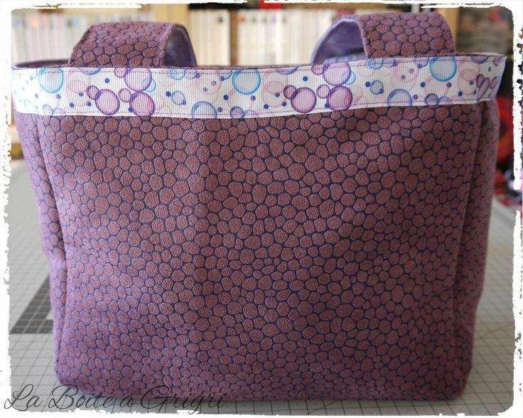 Sac en suédine violet, intérieur parme et brillant : Sacs à main par la-boite-a-grigri