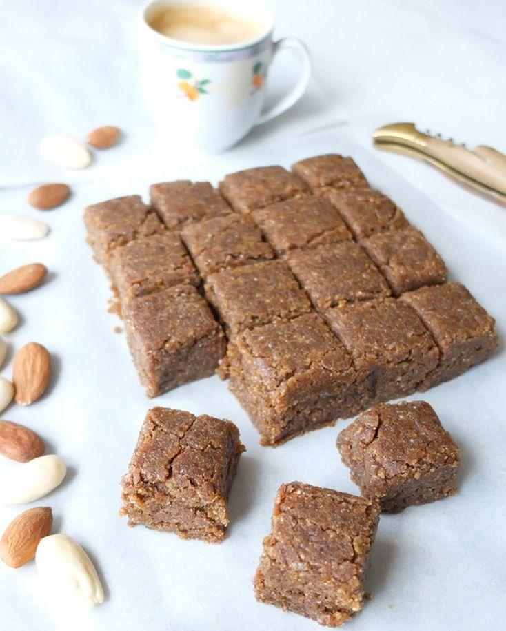 SOO GOOOOD ;) Almonds and Sesame Moroccan Bites (+ flax & dates) Sellou