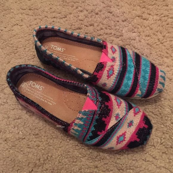 Womens toms size 6 Cute Aztec print toms! Size 6. Like new. I just don't wear them enough! Make me an offer :) TOMS Shoes Flats & Loafers