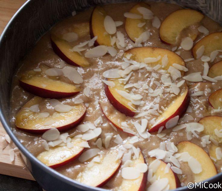 Gezond bakken - Nectarinetaart. Recept uit het boek Gezond bakken. Een nectarinetaart gemaakt van volkoren speltmeel, amandelmeel & ahornsiroop.