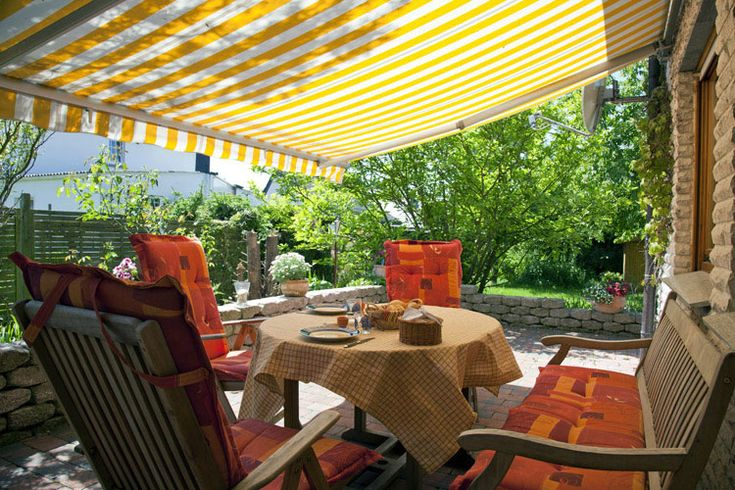 Difference Between Manual and Motorised Window Awnings