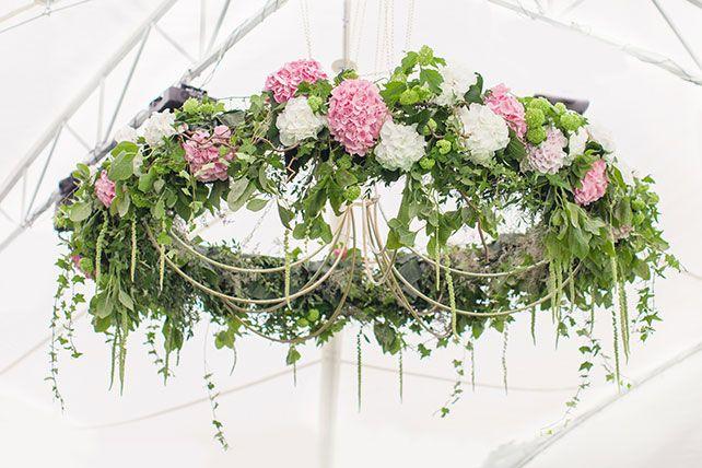 Самый лучший день: зелёно-розовая свадьба Вадима и Катерины, «люстра» из цветов / «Chandelier» of flowers