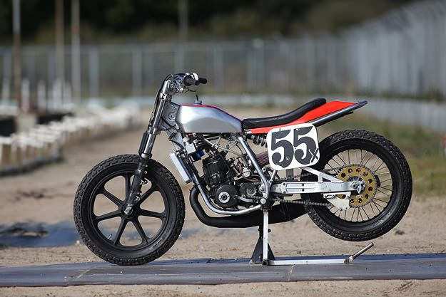 honda cr500 custom flat tracker. this thing really makes me want to go play in some dirt.