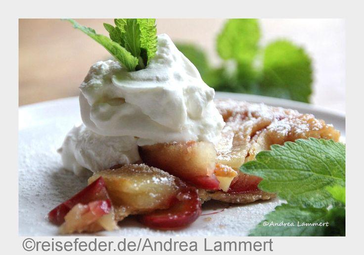 Aus Frankreich kommt der besondere Apfelkuchen: Tarte Tartin wird falsch herum gebacken und hat ein köstliches Karamelltopping.