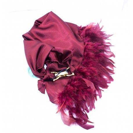 nuovi arrivi!!! elegante foulard gioiello in raso rosso impreziosito da piume tono su tono. chiusura gancio in ottone placcato oro. Pezzi unici firmati #terrybijoux. #noccoaccessori #madeinitaly
