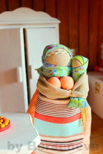 Народные куклы ручной работы. Ярмарка Мастеров - ручная работа Кормилка с девочкой. Handmade.