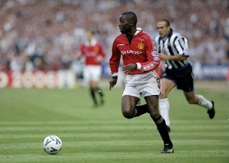 Man Utd 2 Newcastle Utd 0 in May 1999 at Wembley. Andy Cole finds himself with plenty of space in the FA Cup Final.