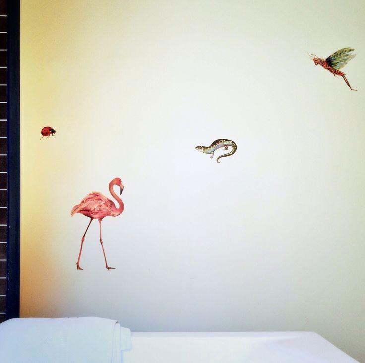 #Muur #WindyCorteelMurals #acrylverf #flamingo #sprinkhaan #lieveheersbeestje #salamander #glaciestechniek #muurschildering #badkamer #interieur #vogel #insect #reptiel #schilderij #design #dier #illustratie