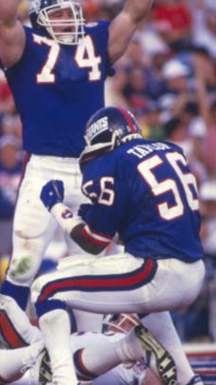 Lawrence Taylor celebrates after third down stop of John Elway in Super Bowl XXI