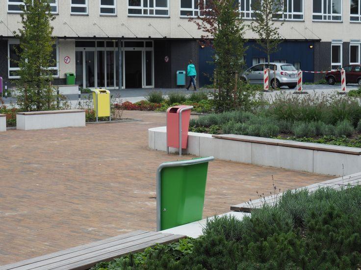 Uitneembare palen en afvalbakken voor terrein Arentheem College