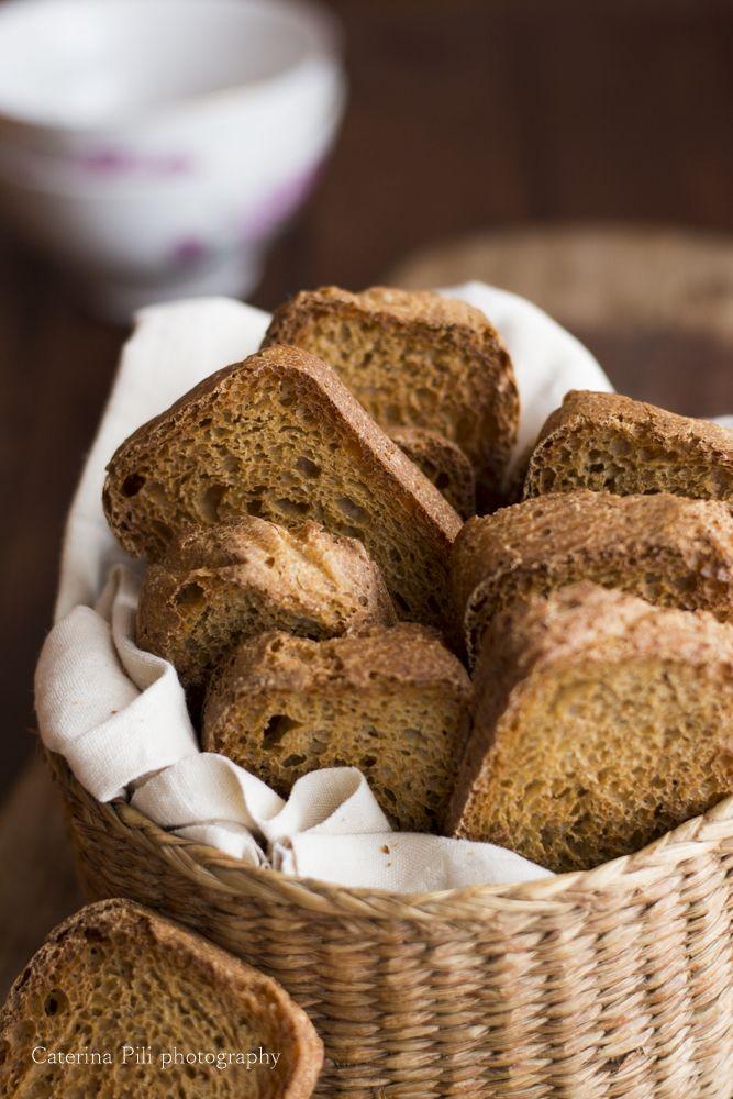 fette biscottate naturali sane e buone con farina integrale, olio extravergine di oliva e lievito madre