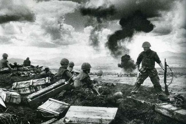17.) Troops at the battle of Khe Sanh, Vietnam, 1968. This was one of the longest, most violent battles of the war, lasting 77 days.