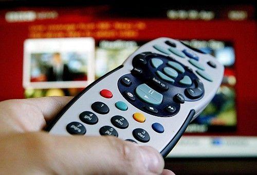 Visione partite Sky e Mediaset in esercizi commerciali senza autorizzazione, nei guai i proprietari a cura di Redazione - http://www.vivicasagiove.it/notizie/visione-partite-sky-e-mediaset-in-esercizi-commerciali-senza-autorizzazione-nei-guai-i-proprietari/