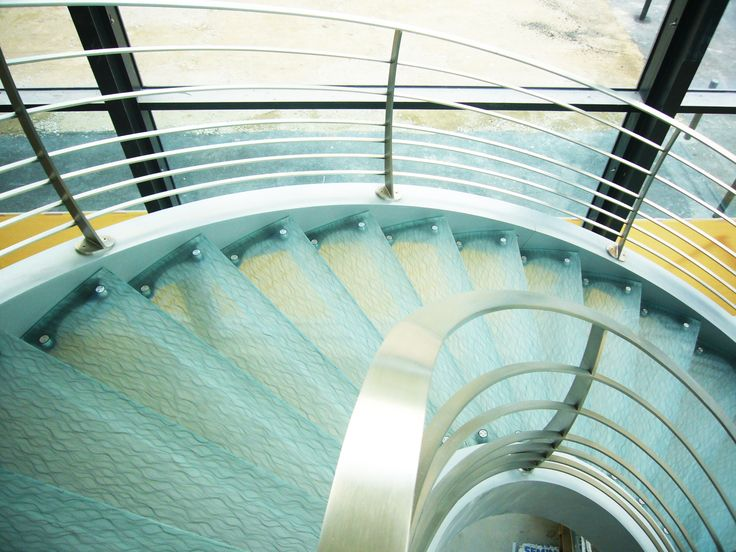 Marches d'escalier en verre feuilleté maille 3 sur mesure.