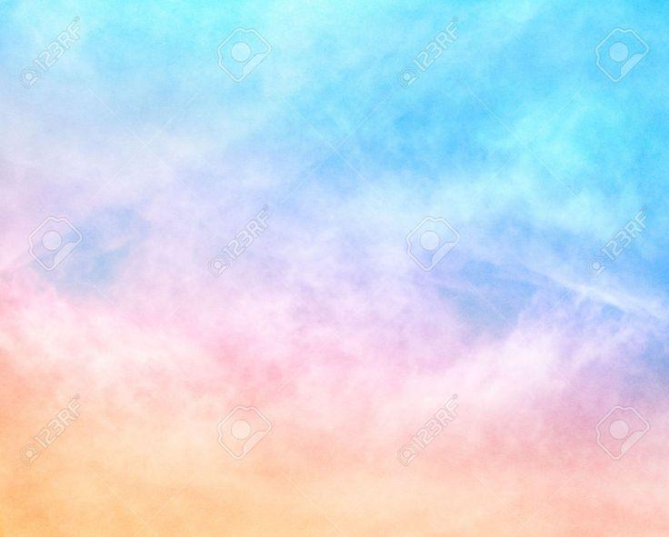 25449969-Un-nuage-doux-avec-une-couleur-pastel-orange-au-bleu-d-grad-l-image-dispose-d-un-grain-du-papier-agr-Banque-d'images.jpg (1300×1044)