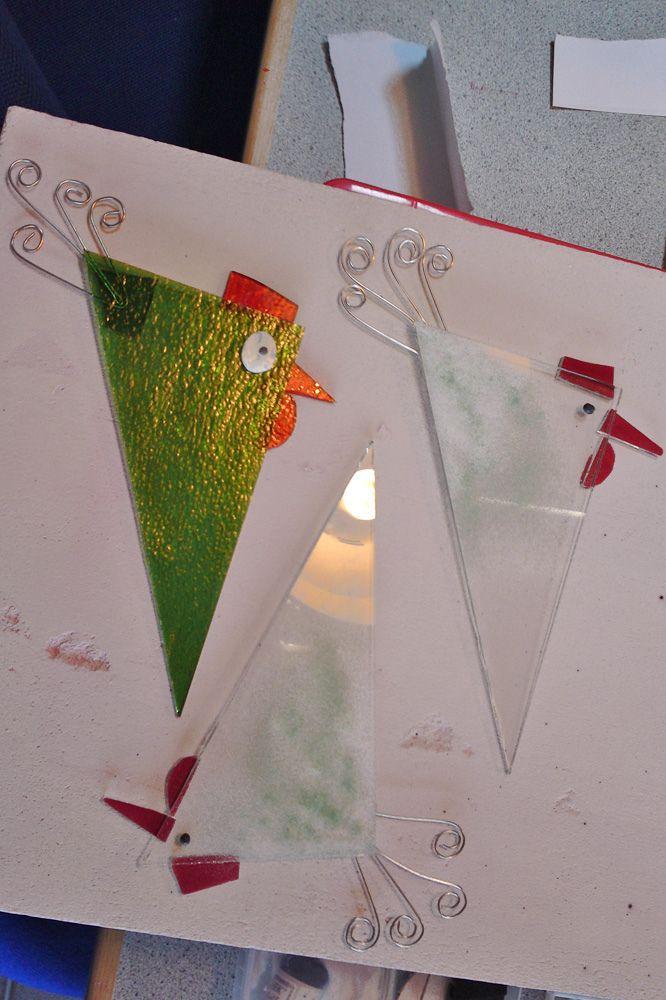 Jeg kom liiiiige til at købe to keramikfugle idag :) Jeg er ellers ikke vild med at fylde haven med figurer. Men disse små grønne fugle k...