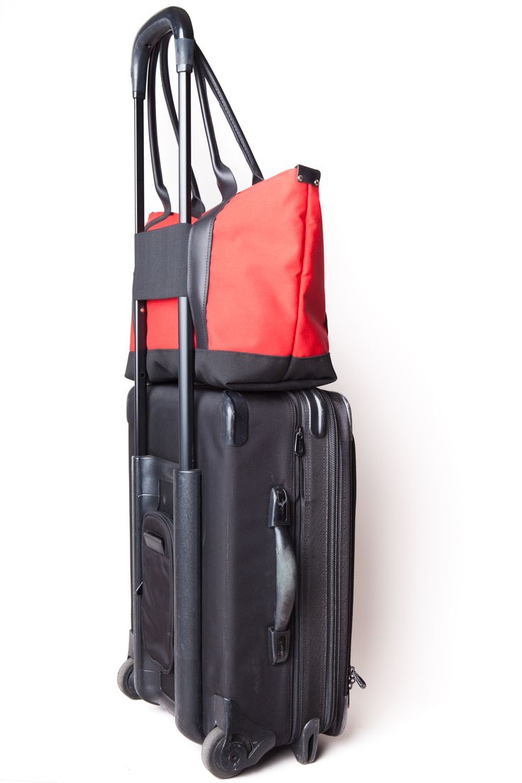 Making your #travel simple with our #customized Sazerac Tote! Choose from a variety of #accessories, including the Carry-On Connector (shown above) #VesperFaering #travelaccessories #startup #Vancouver #Canada #style #fashion #gifts #traveltips #travelhacks #organization #bags #luggage