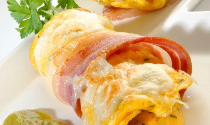 Receta de Rollitos de tortilla con queso y panceta