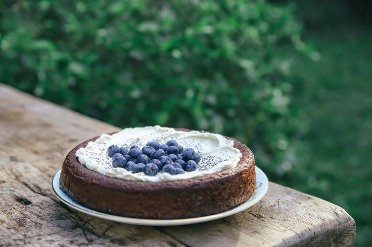 TANGELO, POPPYSEED & ALMOND CAKE