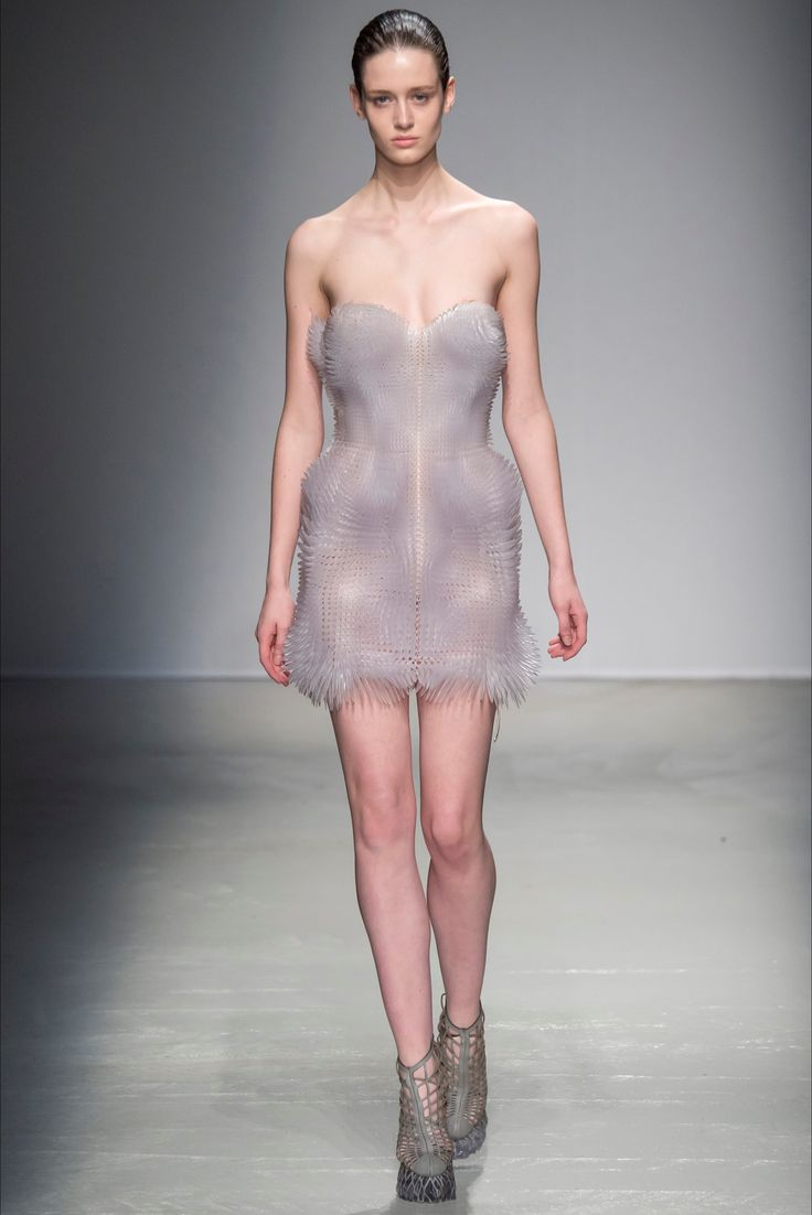 Throwbackthursday dramatic dress mona lucero fashion design - Iris Van Herpen Fall Winter 2015 2016