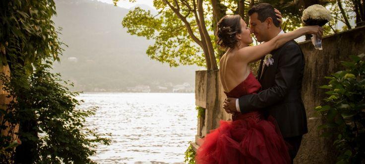 Una festa in rosso in riva al lago: in tre per un 'sì'