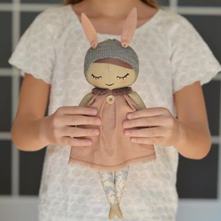 This doll is up in my store Click the link in my profile to visit it. Don't forget about #freeshipping to any country of the world And thank you my sweet @poulinkamalinka for helping your mama to make such a cute photos *SOLD