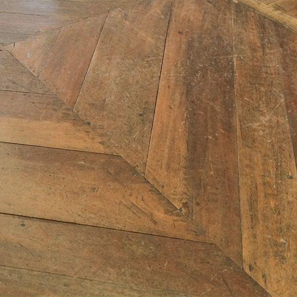 - Prodotti con azione antibatterica, per la pulizia quotidiana di pavimenti verniciati, oliati, laminati, vinilici ed esterni - Prodotti per mantenere ravvivati i vostri pavimenti verniciati - Prodotti per la manutenzione straordinaria dei pavimenti verniciati ed oliati - Prodotti per rendere idrorepellente il pavimento - Prodotti per la pulizia e manutenzione di pavimenti in legno da esterno.