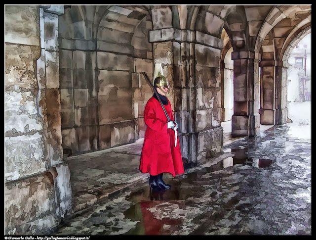 Sentinella a Londra - photographic processing (289) - altro esempio di elaborazione fotografica - trattasi della fotografia di una sentinella a Londra