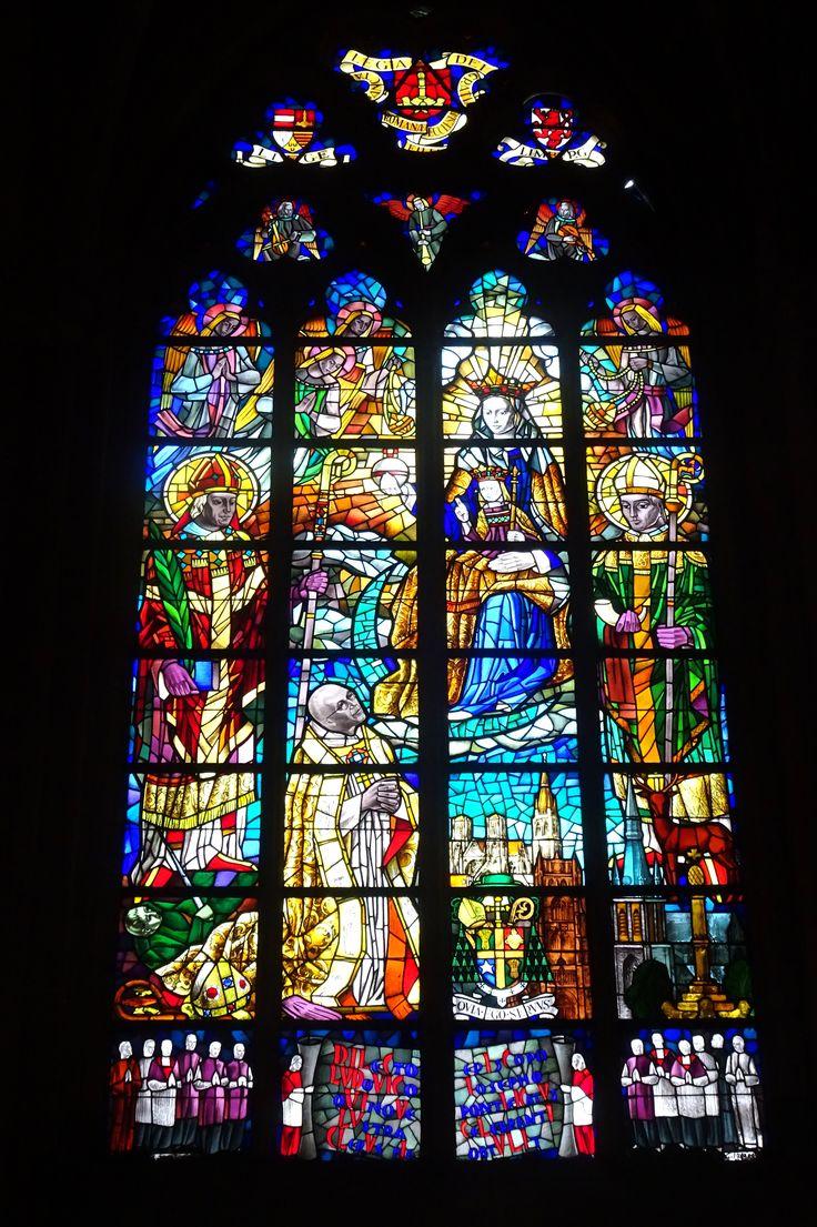 Luik/België - Kathedraal St. Paul. Een van de schitterende oude ramen uit 1560. Foto: G.J. Koppenaal - 1/11/2016.