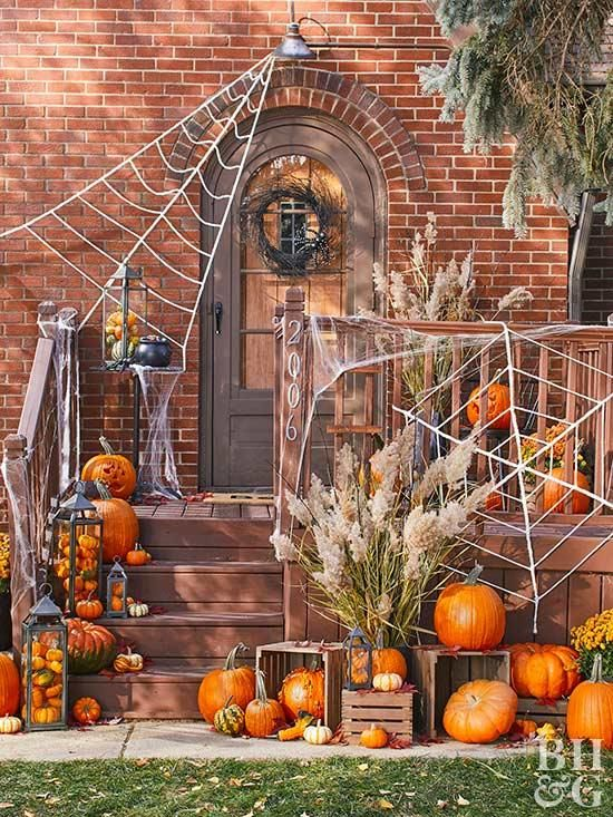 47 Easy Halloween Decorations To Make Right Now Outdoor Halloween Halloween Outdoor Decorations Halloween Front Doors
