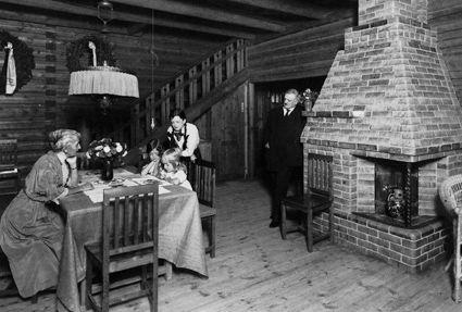 Ainola - Aino ja Jean Sibeliuksen koti, valm. 1902, kuva n. 1910-luvulta. Järvenpää. Ainola, home of composer Jean Sibelius, built 1902, photo c. 1910's. Järvenpää, Finland