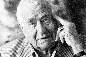 Heinz Sielmann war ein deutscher Tierfilmer, Kameramann, Produzent und Publizist