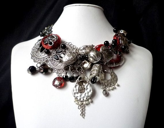 Vintage necklace Nouvelle goth by wandadesign on Etsy, €75.00