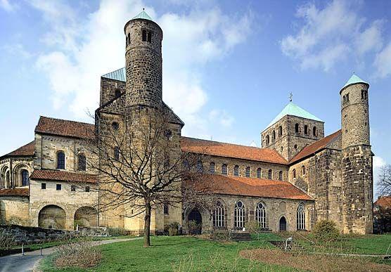 Iglesia de San Miguel de Hildensheim (1010-1033).-Románico en Alemania, que sigue la tradición otoniana.