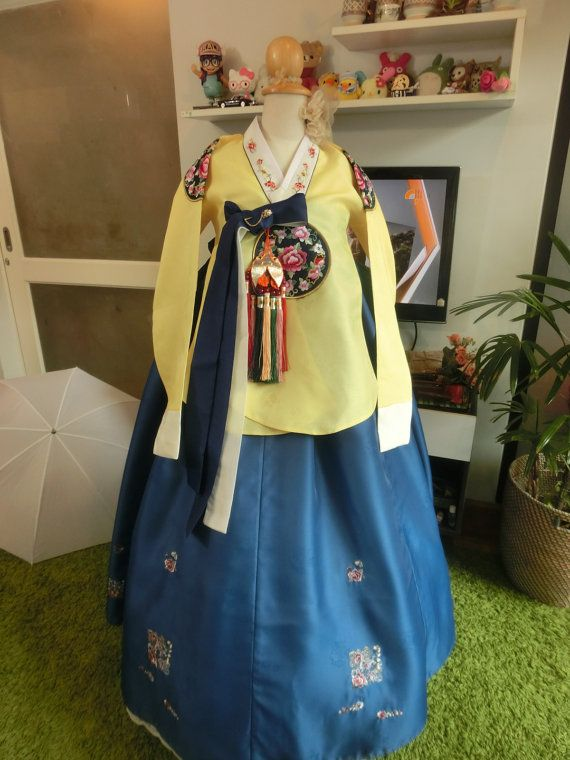 Luxury Korean Traditional Clothes Dress ROYAL HANBOK by kimonocuty