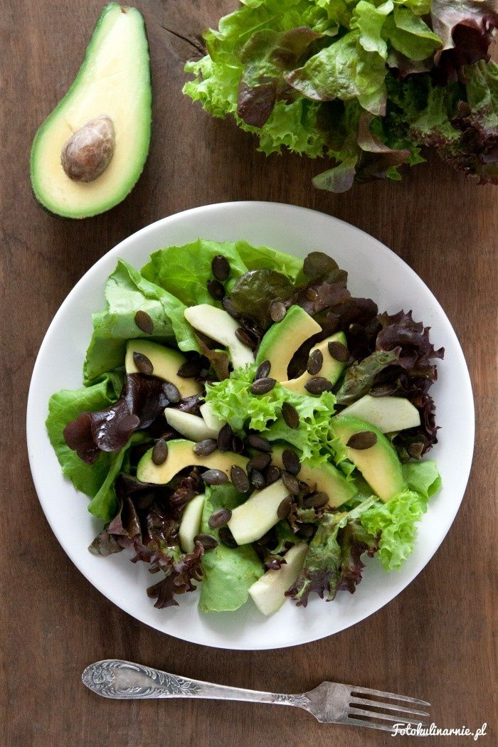 Avocado and Pear Salad with Pumpkin Seeds