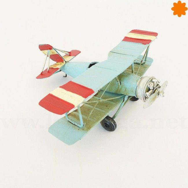 Avión pequeño de metal color azul cielo - figura decorativa.