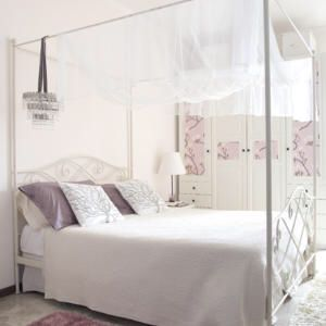 Superb Canopy bed
