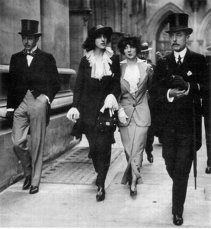 From left to right: Harold Nickolson, Vita Sackville-West, Rosamund Grosvenor, Lionel Sackville-West. 1913. I love the hobble skirts.