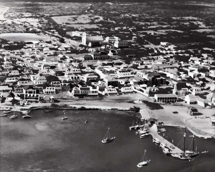Bird's eye view of #Oranjestad, taken in the 30s, probably from the legendary 'snip' or 'Oriol'.