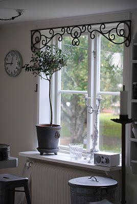 Decoración para parte superior de la ventana de la cocina