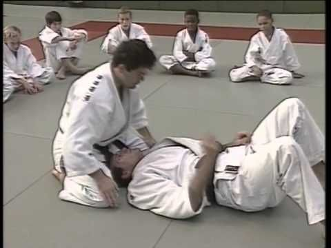Judo ne waza - techniques au sol (ceinture jaune à jaune/orange) - YouTube