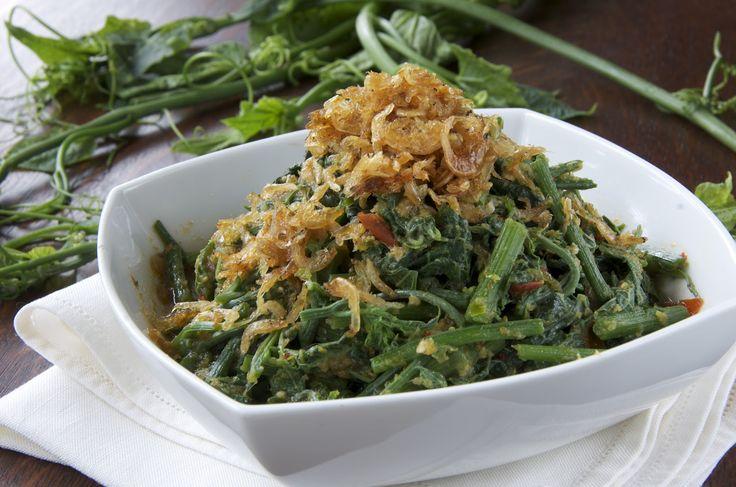 Indonesian Medan Food: Tumis Daun Pucuk Labu (Chayote shoots stir fry)