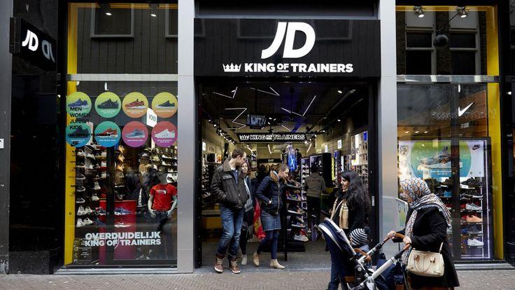 Het Britse JD Sports, dat in Nederland de sportwinkelketens Perry Sport en Aktiesport heeft overgenomen, heeft in zijn gebroken boekjaar de winst en de omzet fors zien groeien.