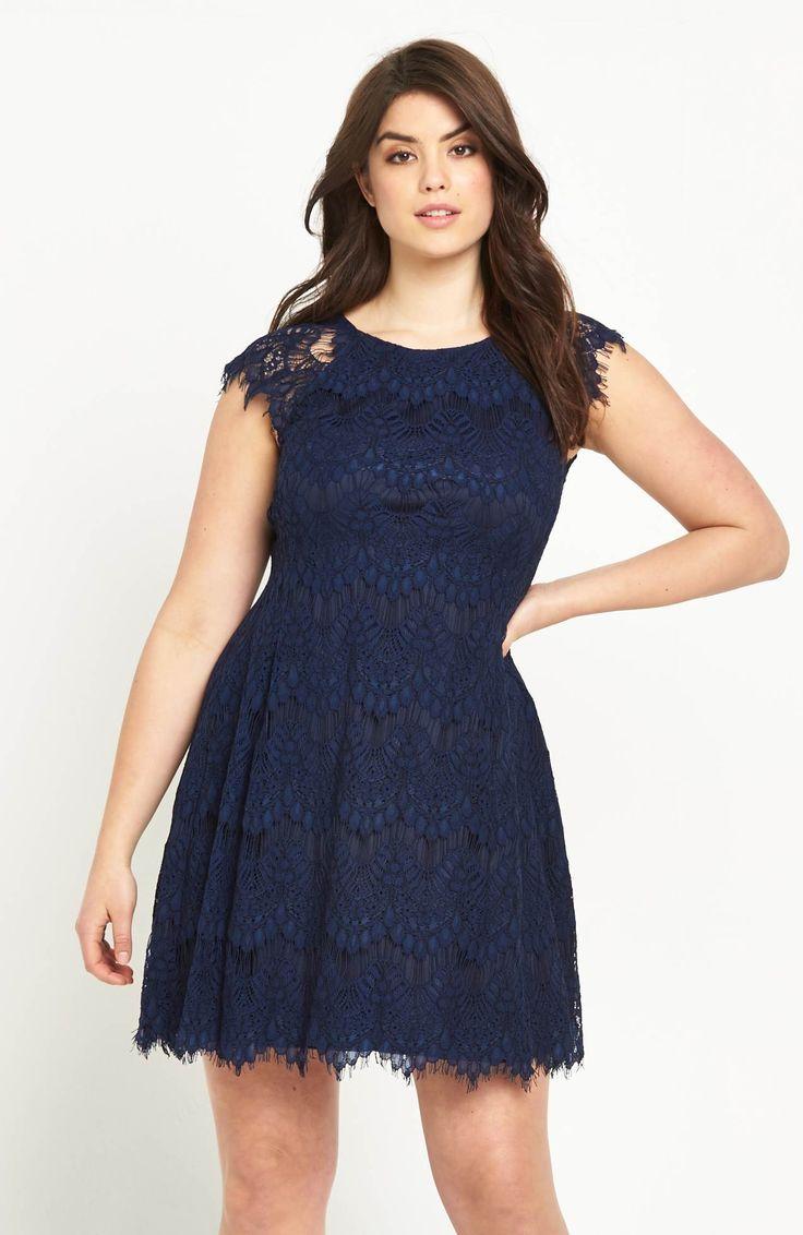 Przepiękna, koronkowa sukienka marki AX Paris Curve. Idealna na wesele i przyjęcie! Dostępna od roz.42 do roz.54, 399 zł na http://www.halens.pl/moda-damska-rozmiary-specjalne-na-gore-5828/sukienka-576529?imageId=398530&variantId=576529-0027