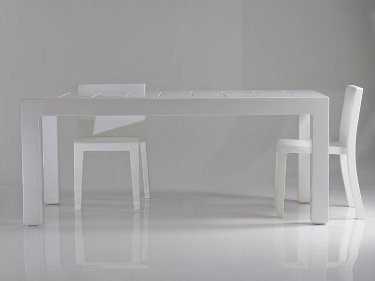 JUT | Mesa de jardín rectangular Mesa de jardín rectangular de resina by VONDOM