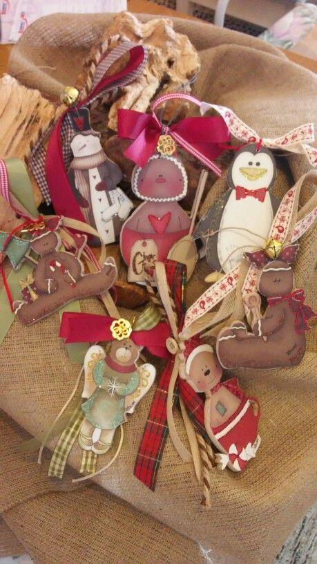 Χειροποίητα ξύλινα γούρια(Ntourel)  Handmade wooden Christmas lucky charms (Ntourel)